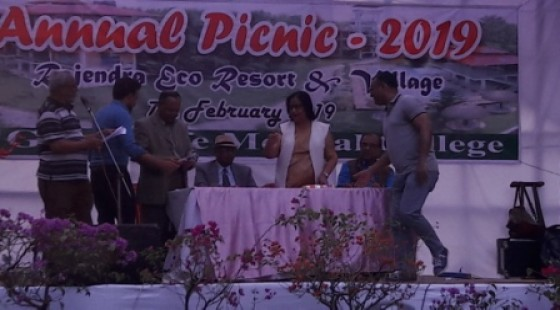 Prize  giving ceremony of the picnic